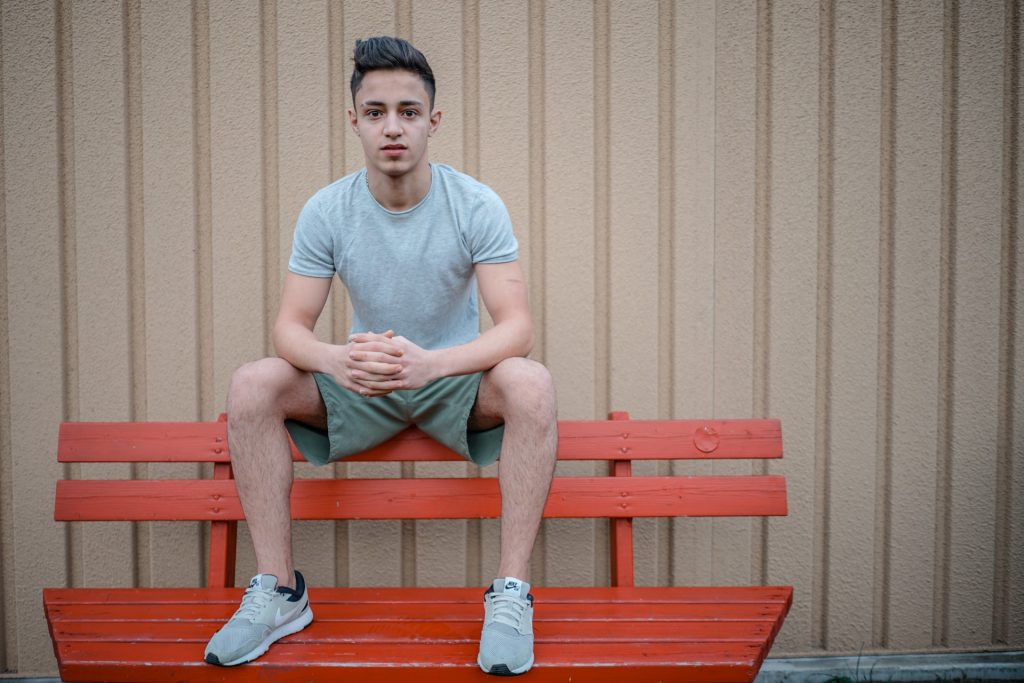 Tarek, 18 Jahre alt, aus Damaskus. Tarek geht fast jeden Tag ins Fitnessstudio nach der Schule. Ihm gefällt es nicht in Trebbin, es sei sehr langweilig. Tarek hört am Liebsten arabische Musik und würde gerne in Neukölln leben.