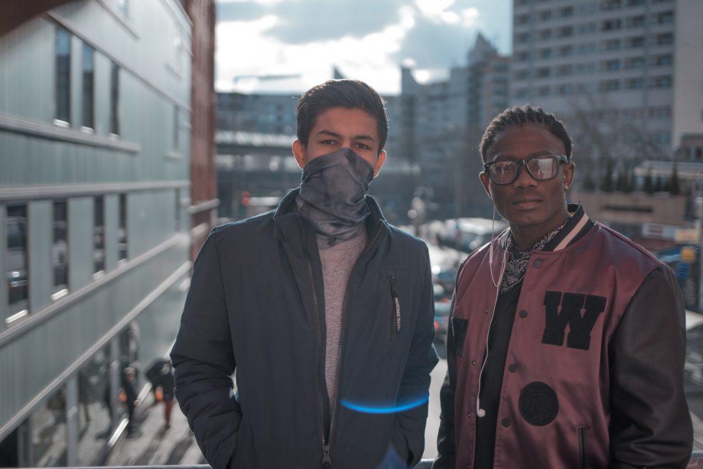 Hisbolluh & Abbdo teilen sich in Trebbin ein Zimmer und sind gute Freunde geworden. Ihr Lieblingsverein ist der 1.FC Barcelona.
