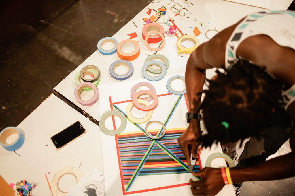 "Abudo aus Mali nähert sich dem Material ""Tape"""